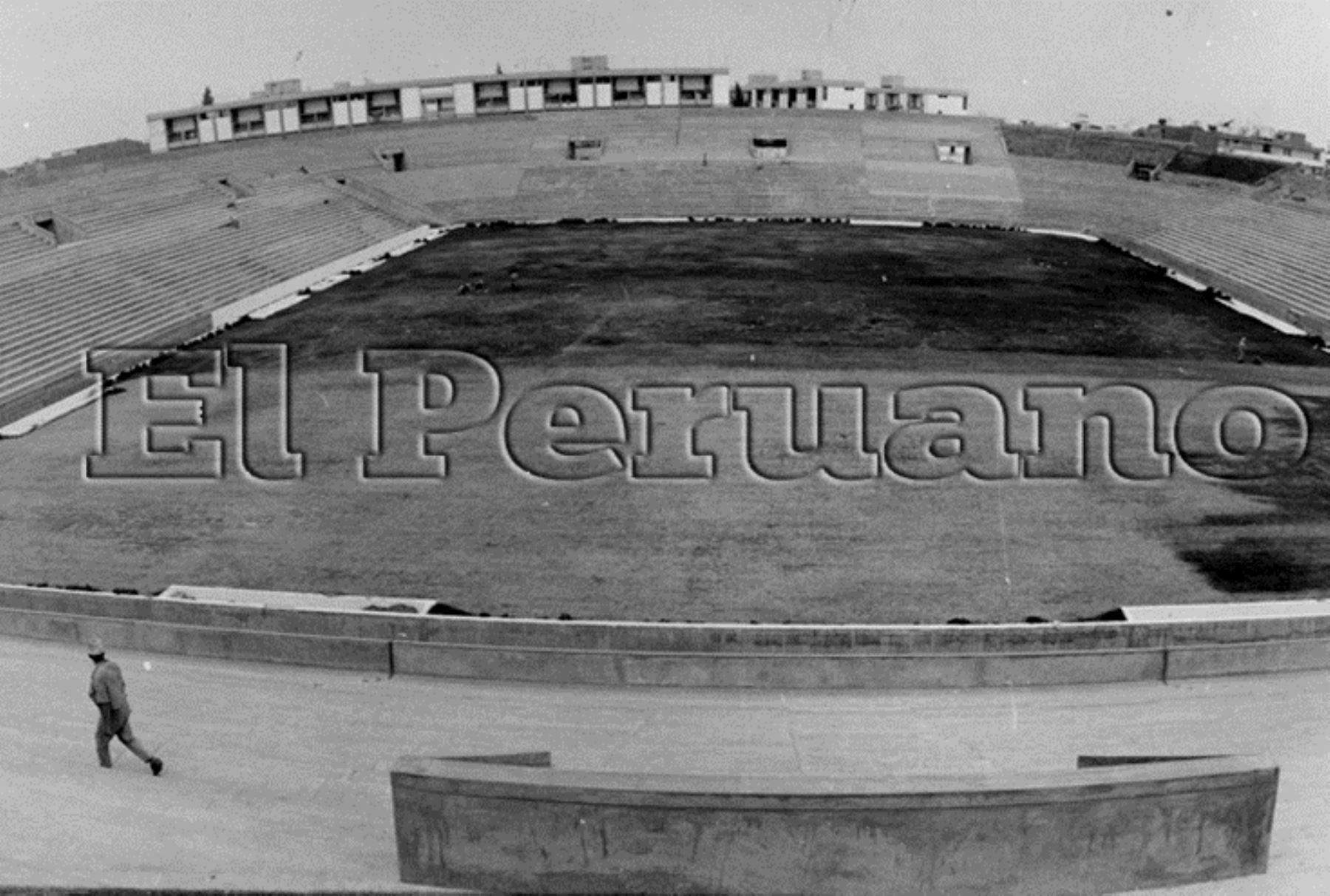 1972: trabajos de construcción del Alejandro Villanueva, en el distrito de La Victoria. Foto: ANDINA/Archivo El Peruano.