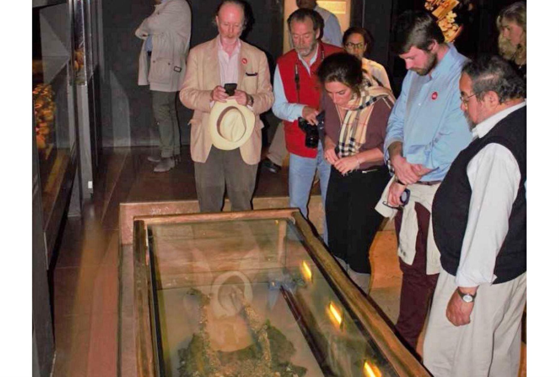 Los restos óseos del Señor de Sipán, así como las más de 1,900 piezas de su ajuar funerario que se conservan en el museo Tumbas Reales, deslumbraron al príncipe de Bélgica, Pierre d
