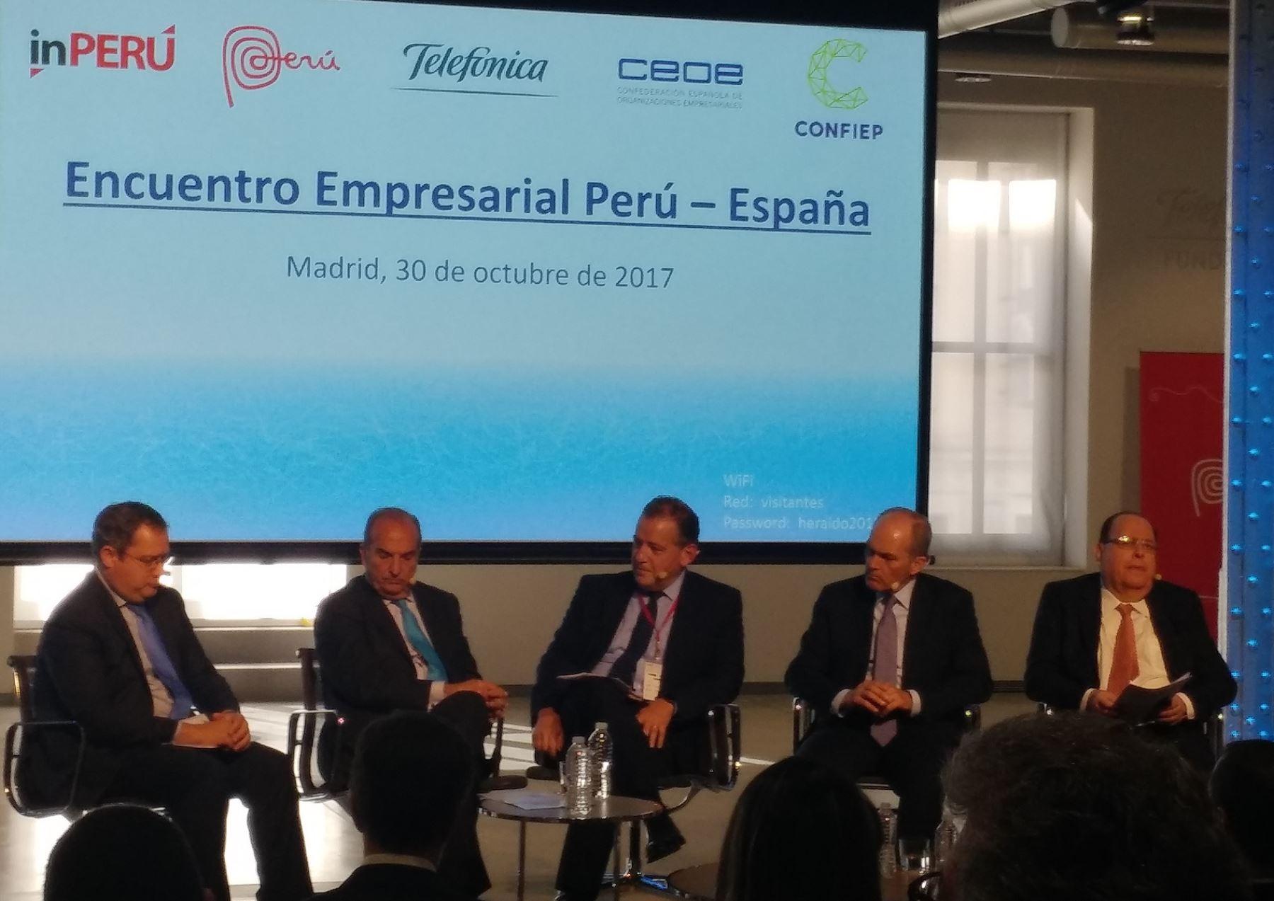 Líderes enpresariales españoles y peruanos en foro para promover inversiones hacia el Perú en Madrid.Foto: Andina.