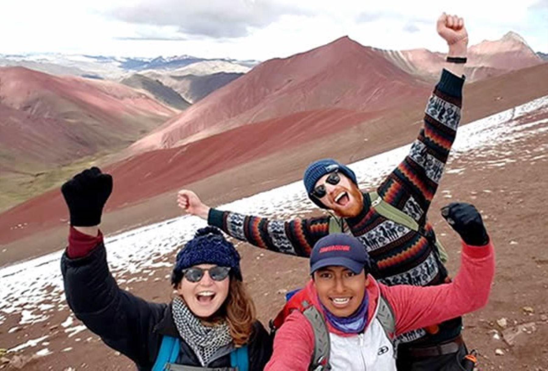 Conozca el valle rojo de Cusco, la nueva sensación turística natural. Foto: Redes sociales