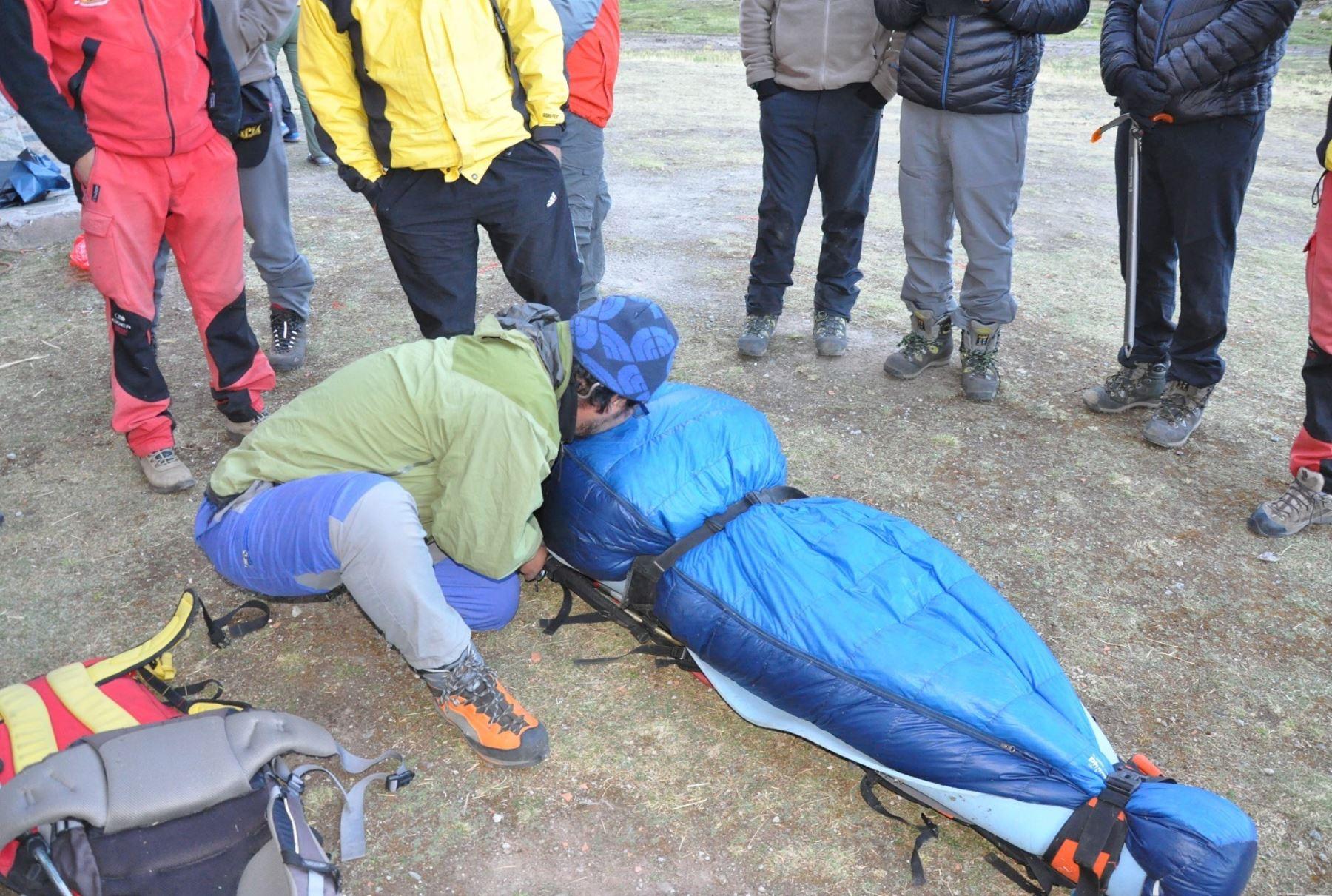 Se trata de los montañistas extranjeros Samuel Paúl Richard Blelock de Gran Bretaña, Eva Zontar Litija de Eslovenia y el guía peruano Jaime Quintana Figueroa, quienes fueron sepultados por una avalancha cuando trataban de coronar el nevado Alpamayo. ANDINA/Difusión