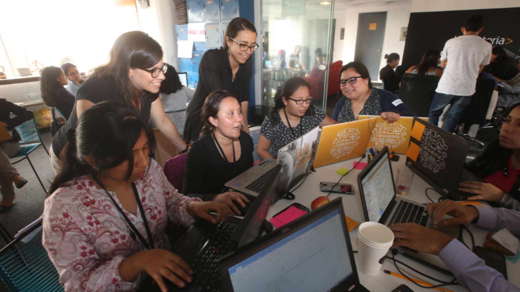 El 75% de egresadas de Laboratoria se encuentra trabajando en el sector de tecnología.