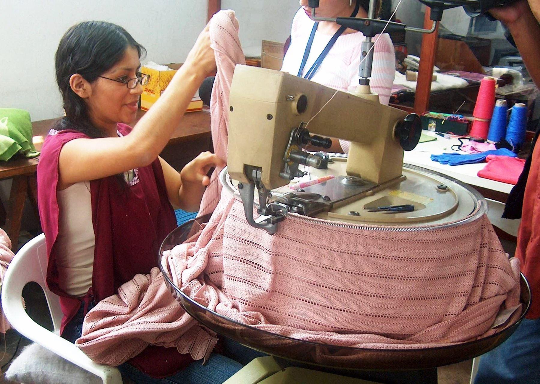 Exportaciones de prendas de fibra de alpaca. ANDINA/Difusión