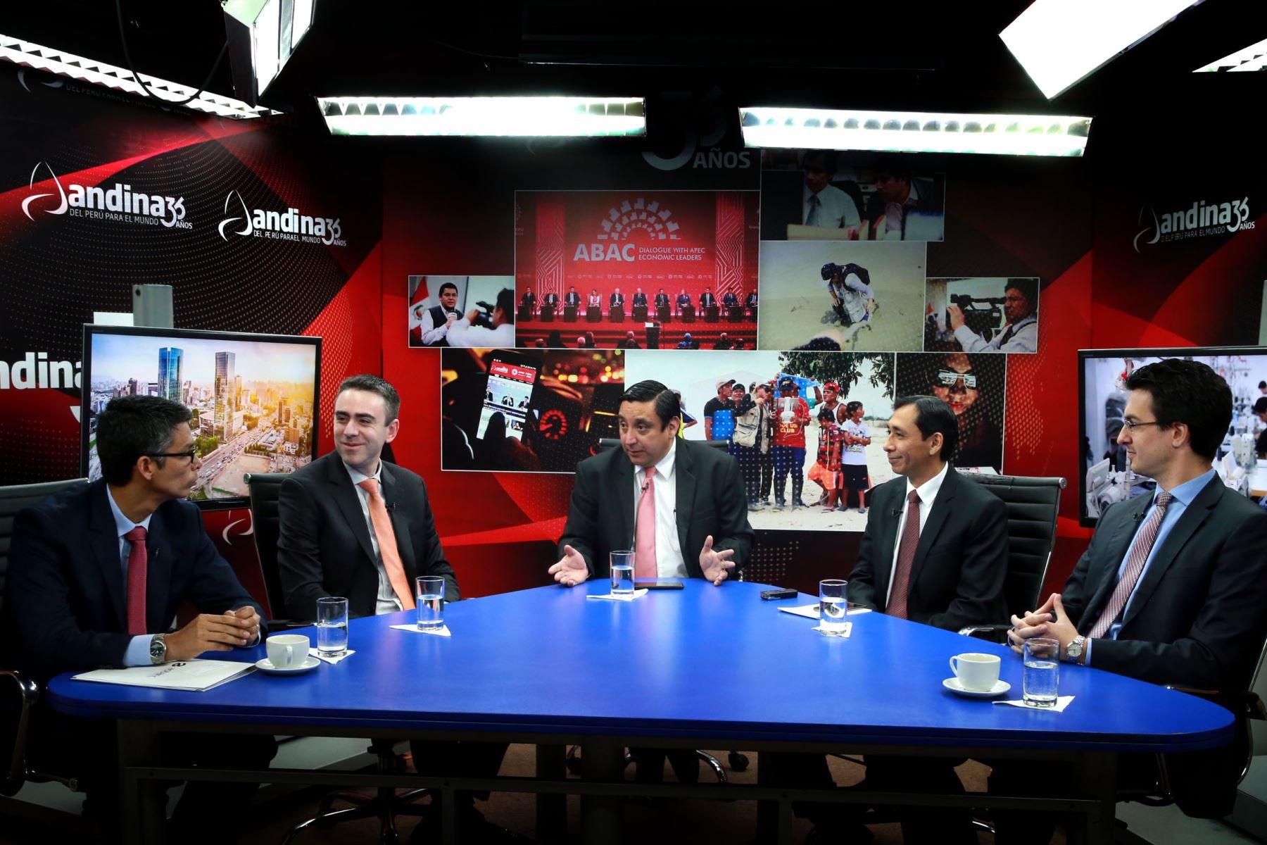 """Hoy se desarrolló la mesa redonda mensual """"Mirada Económica"""" organizada por la Agencia Andina y el Diario El Peruano.Foto:  ANDINA/Dante Zegarra"""