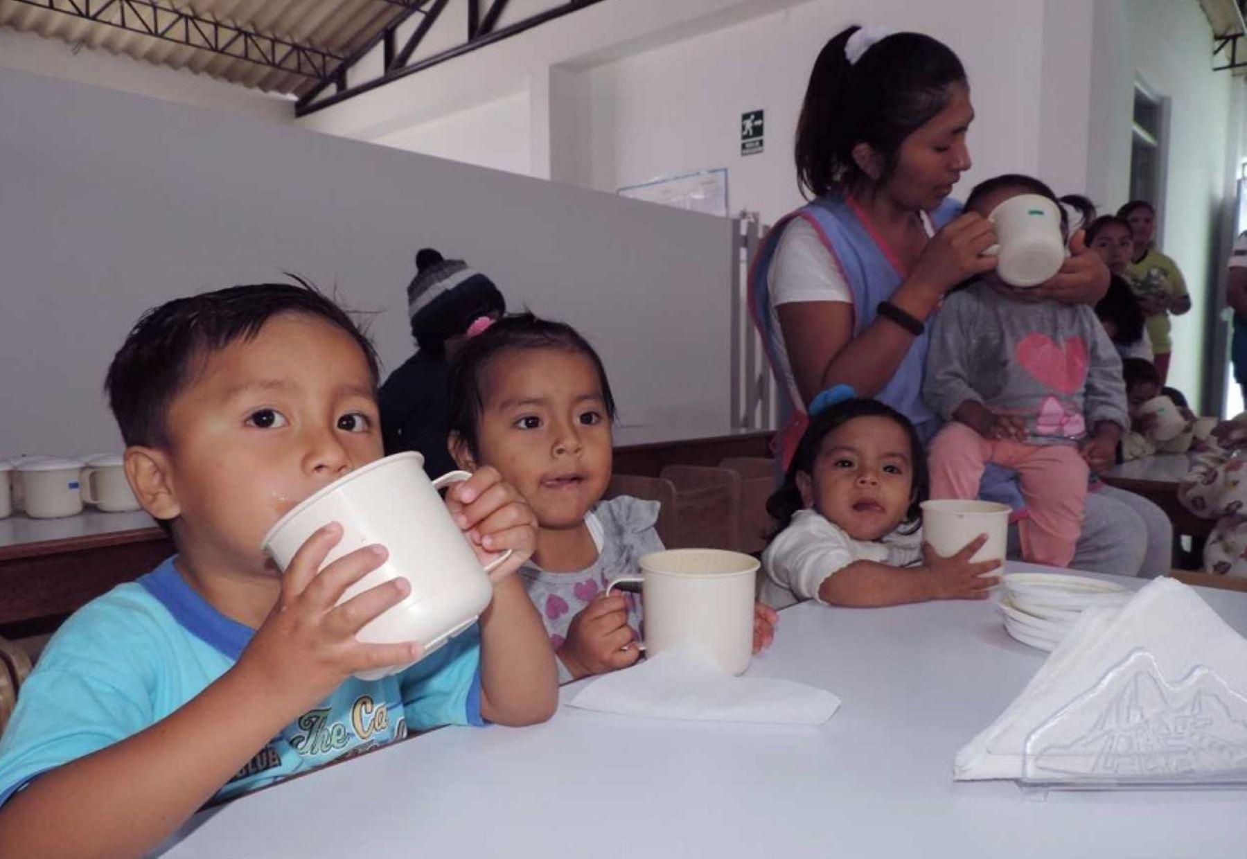 Los gobiernos locales deberán adquirir y distribuir canastas con productos de primera necesidad para las familias vulnerables. Foto: ANDINA/Difusión