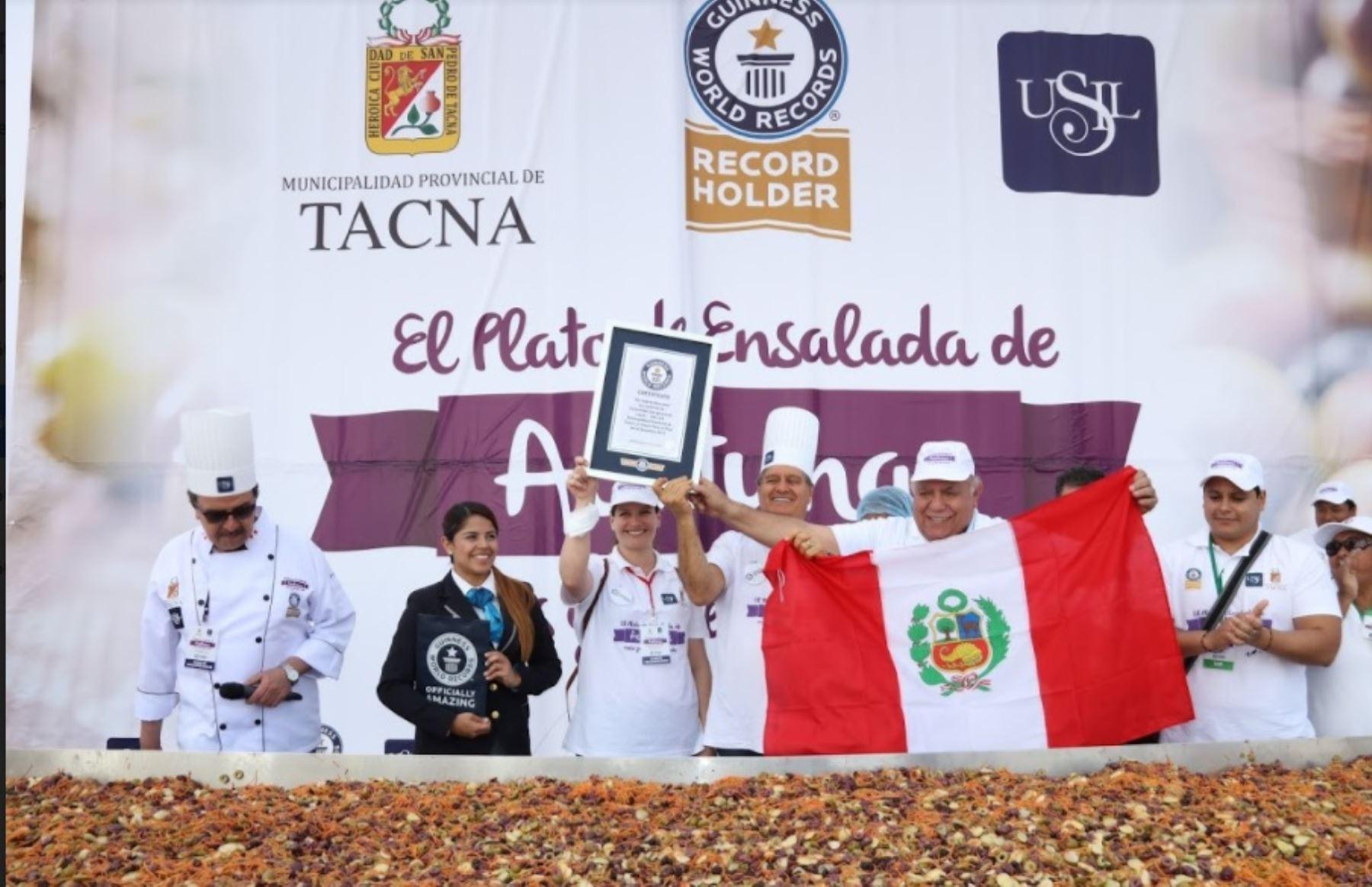 Para lograr este récord se contó con la presencia de Natalia Ramírez, adjudicadora oficial de Guinness World Records.