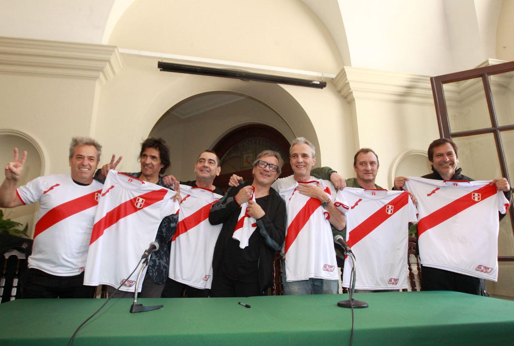 Unidos por querer ver al Perú llegar al Mundial. ANDINA/Héctor Vinces