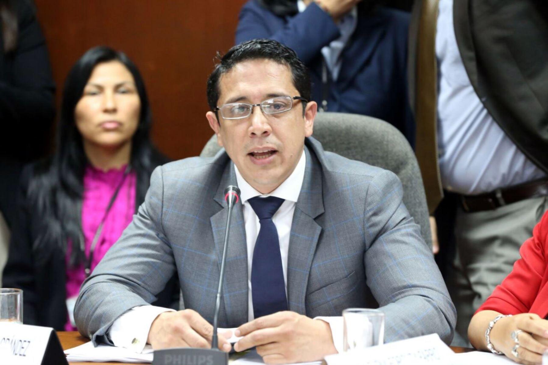 Congresista Miguel Castro (FP) presidente de la  Comisión de Defensa al Consumidor