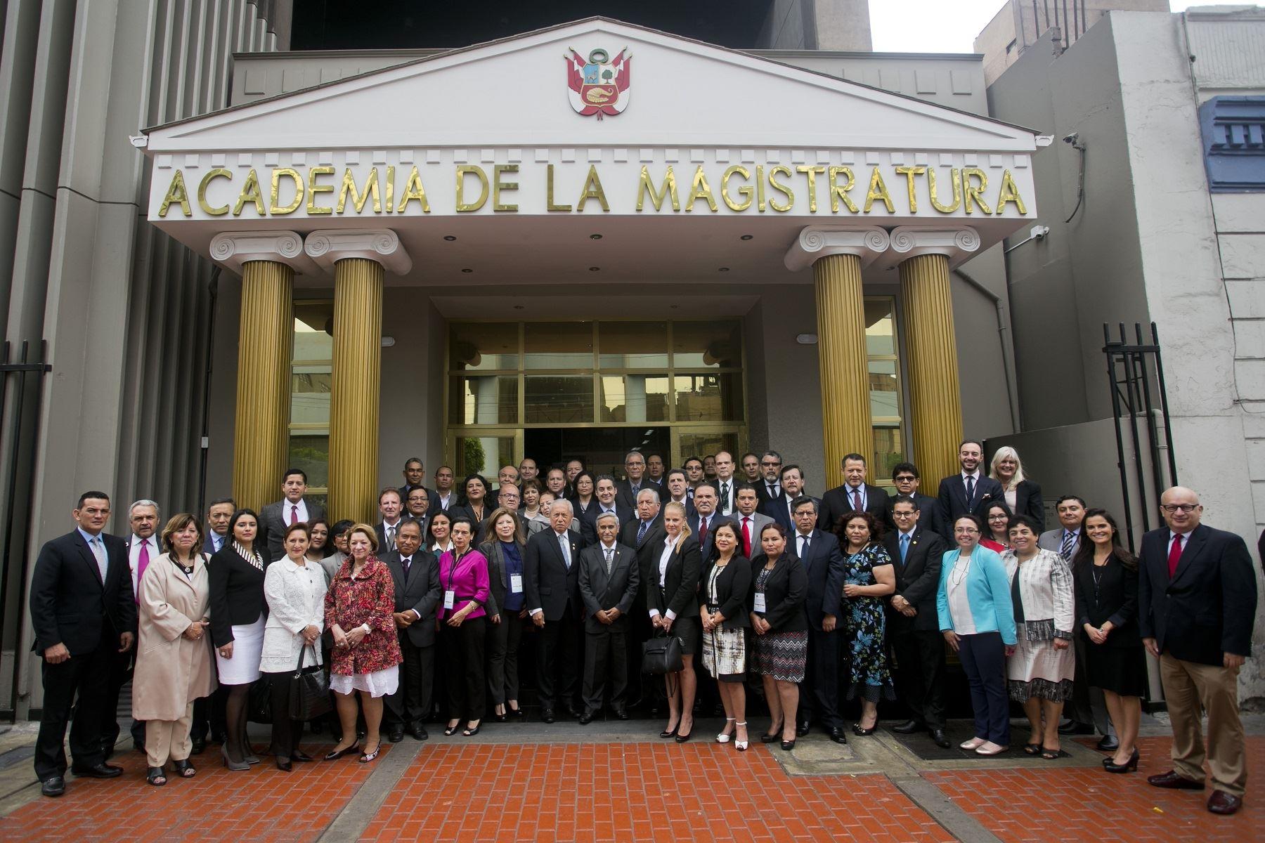 Magistrados de Latinoamérica y el Caribe reunidos en Lima. Foto: Difusión.