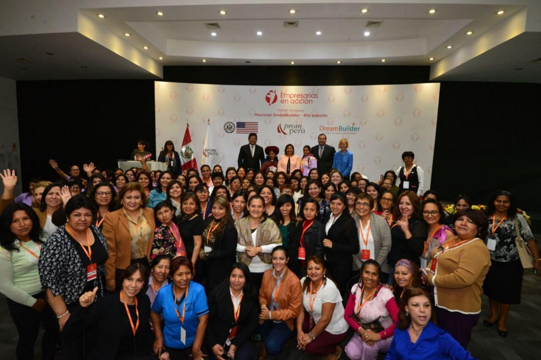Ministra de la Mujer, Ana María Choquehuanca, destacó el rol de la mujer en la creación de empresas.