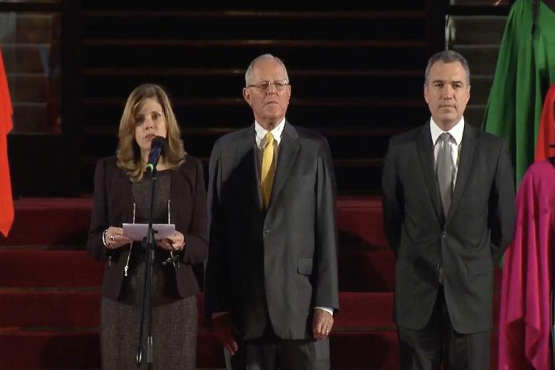 Presidente Pedro Pablo Kuczynski lanza concurso para elegir logo y canción del Bicentenario.