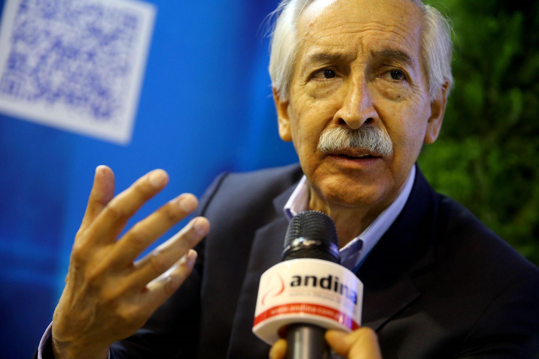 Director ejecutivo del Instituto de Economía de la CCL, César Peñaranda.  ANDINA/Luis Iparraguirre