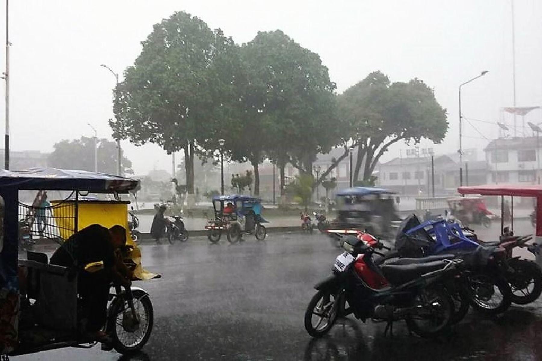 Lluvia de más de nueve horas inunda las calles de Tarapoto, en San Martín. ANDINA