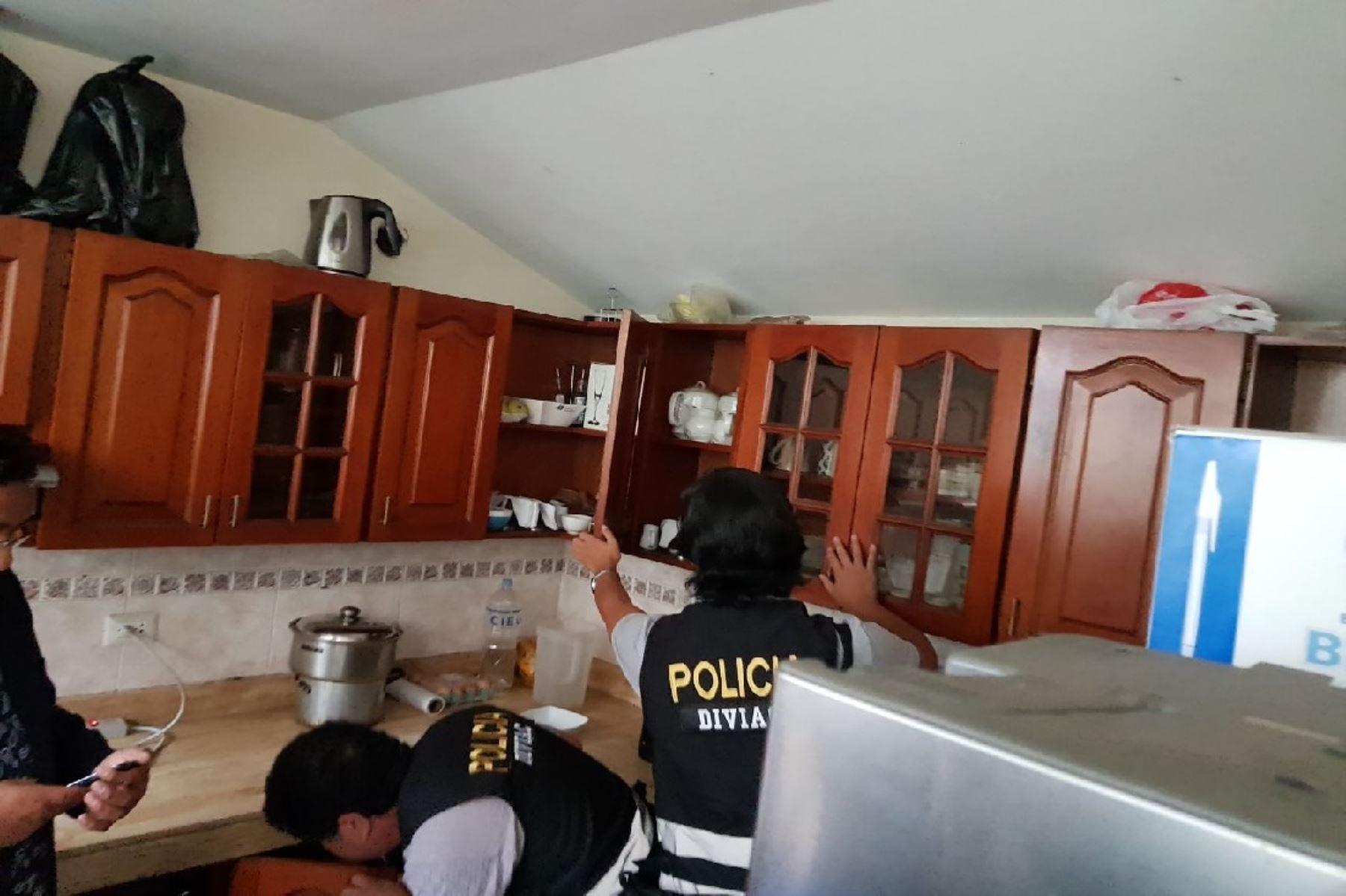 Fiscales realizan allanamiento en local de Fuerza Popular. Foto: Twitter de congresista Alejandra Aramayo.