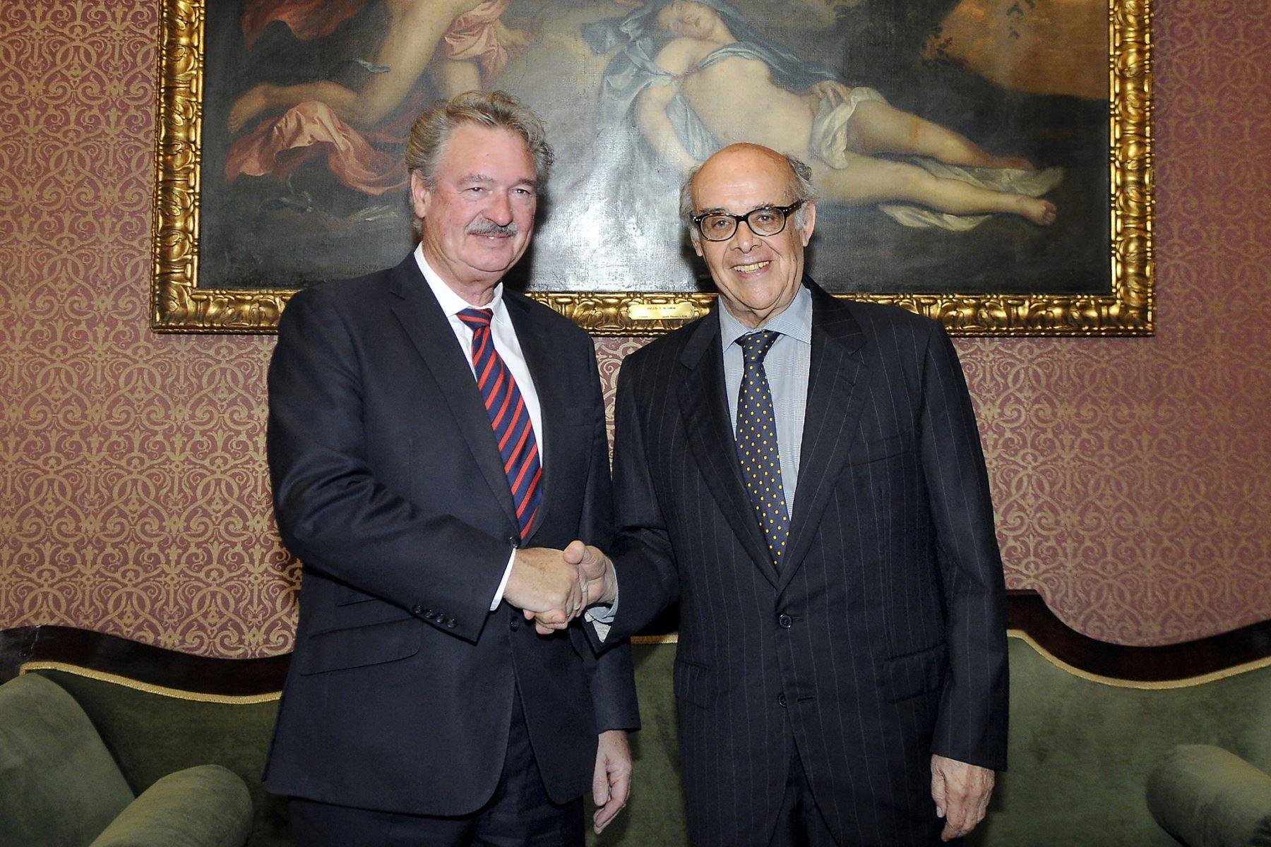 El canciller del Perú, Ricardo Luna, recibió hoy al ministro de Asuntos Exteriores y Europeos de Luxemburgo, Jean Asselborn. Foto: Difusión.