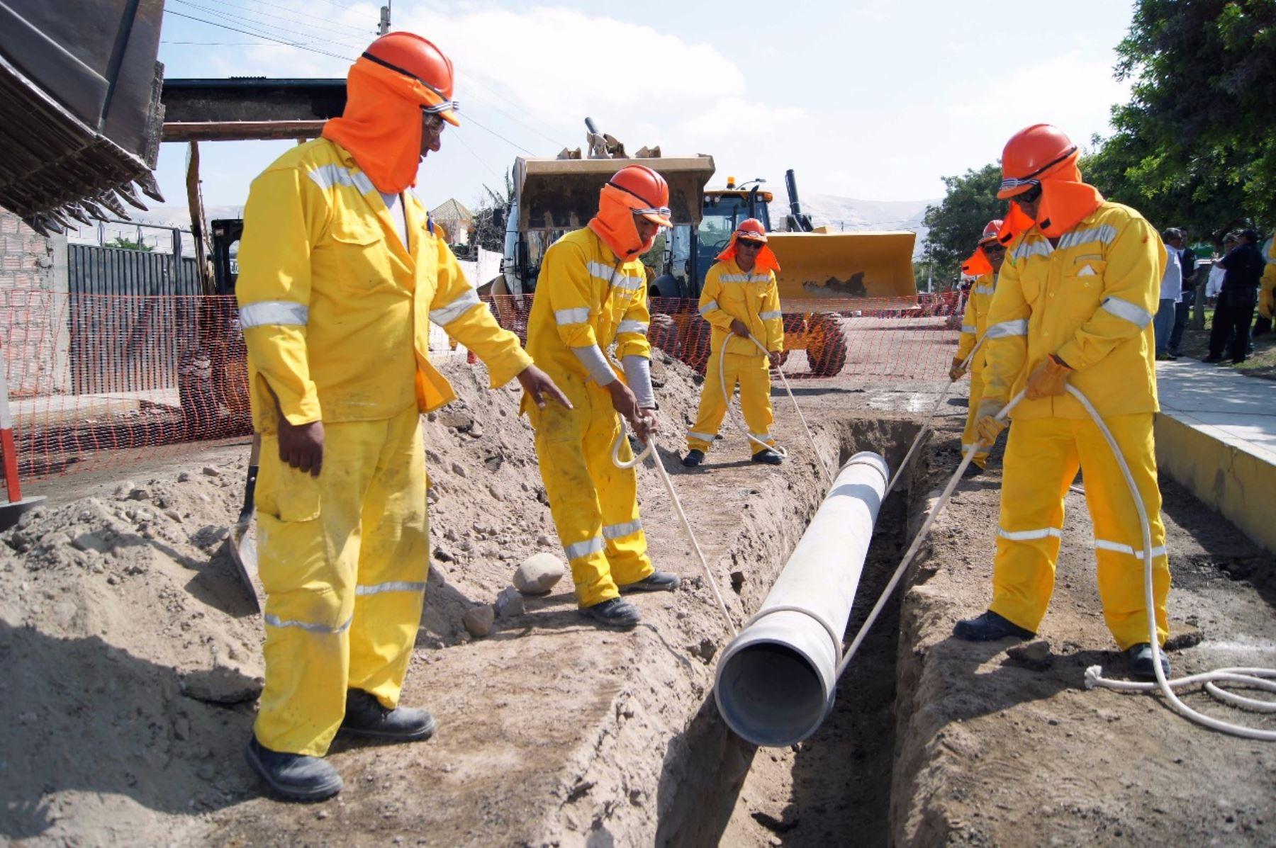 Obras de redes de agua potable y alcantarillado. Cortesía