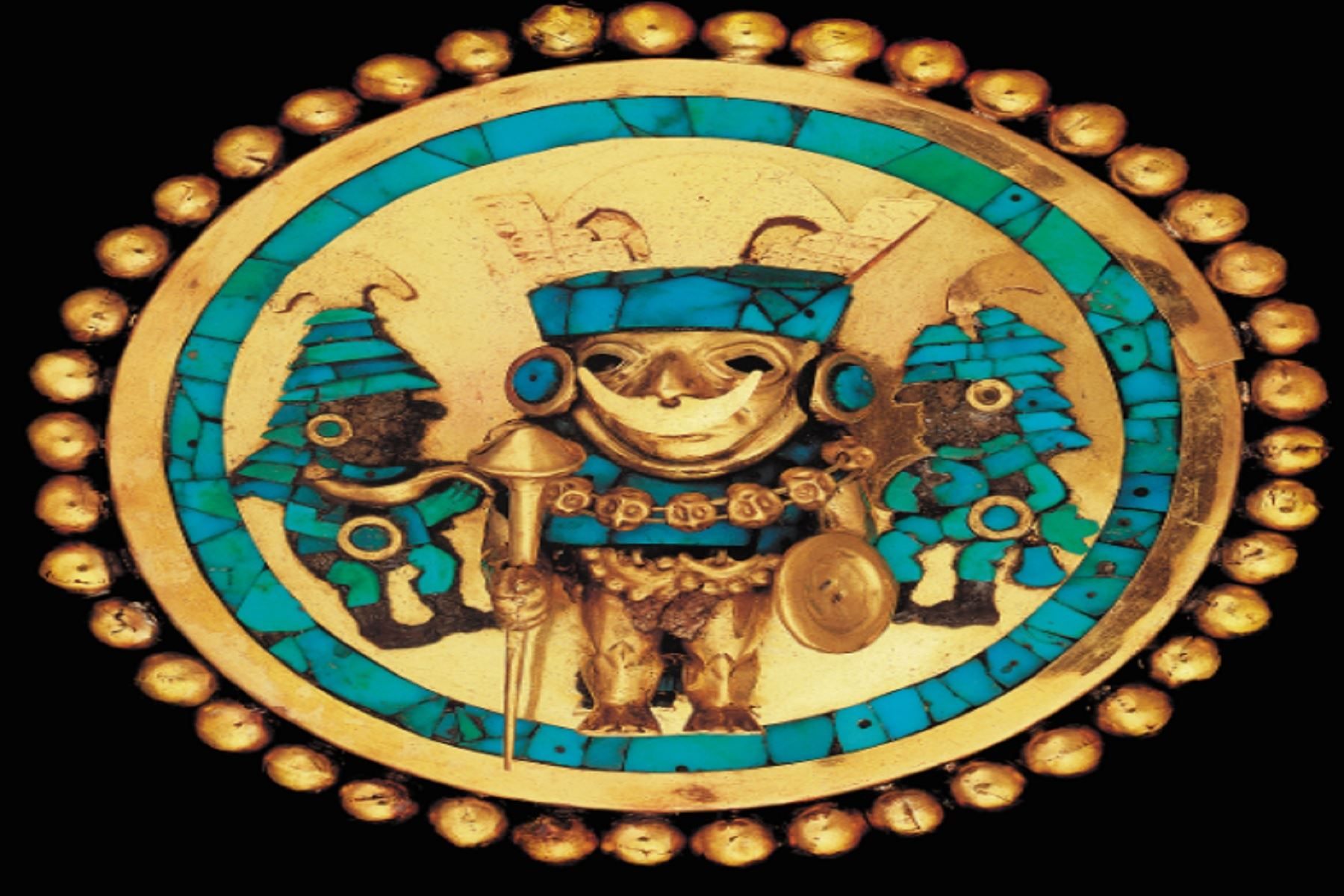 Orejera del Señor de Sipán causa gran admiración en exposición en Estados Unidos.