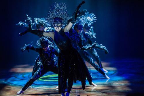 La magia del Cirque Du Soleil se va hacia la estrella del fútbol Lionel Messi.  Cortesía