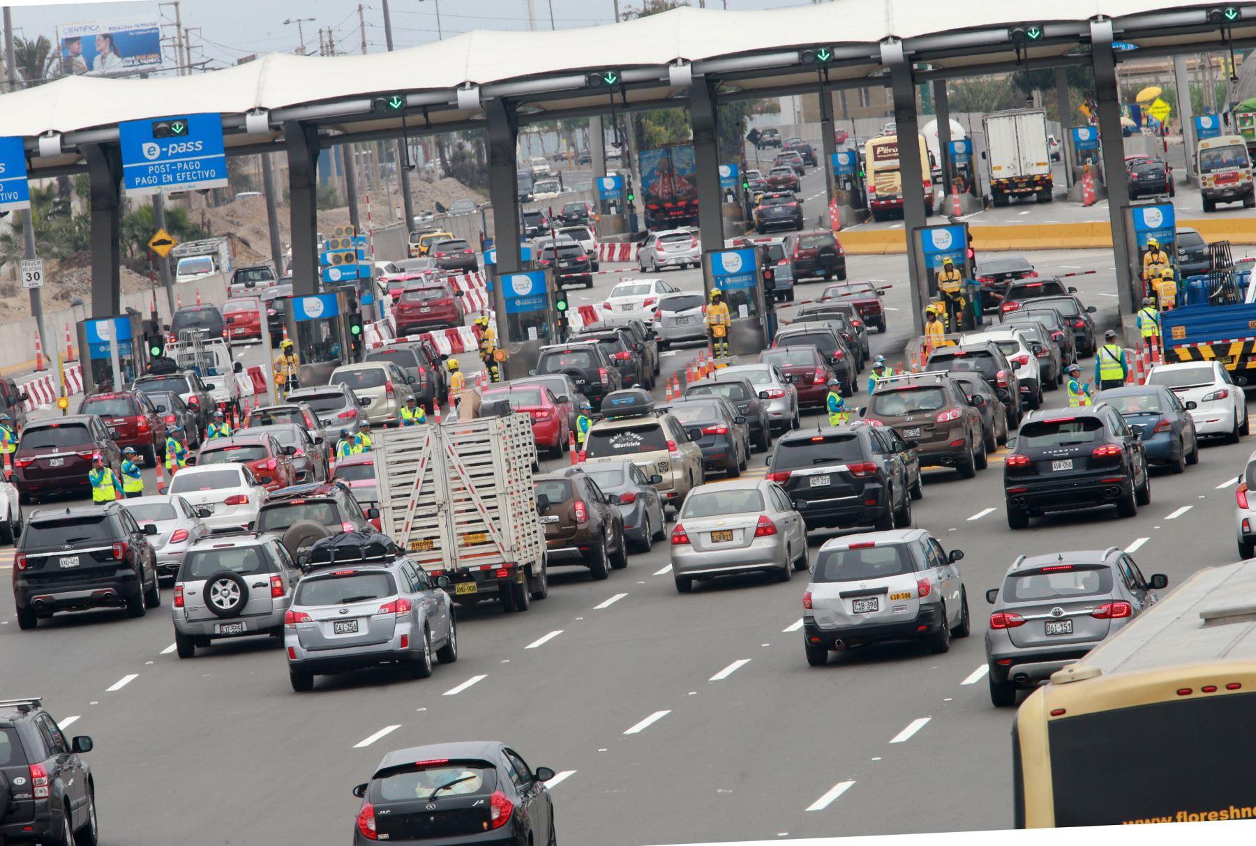 Hoy se espera el retorno de más de 54,00 vehículos desde el sur hacia Lima. Foto:  ANDINA/Norman Córdova