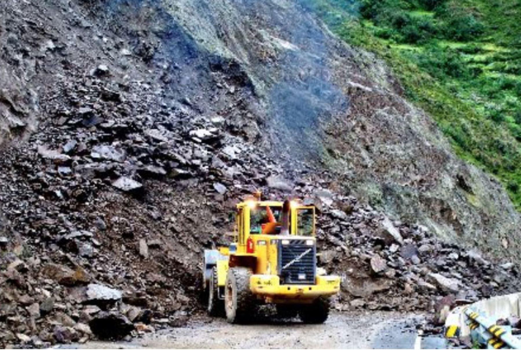 Personal del MTC monitorea las zonas aledañas al Cerro Puca Puca.ANDINA/Difusión.