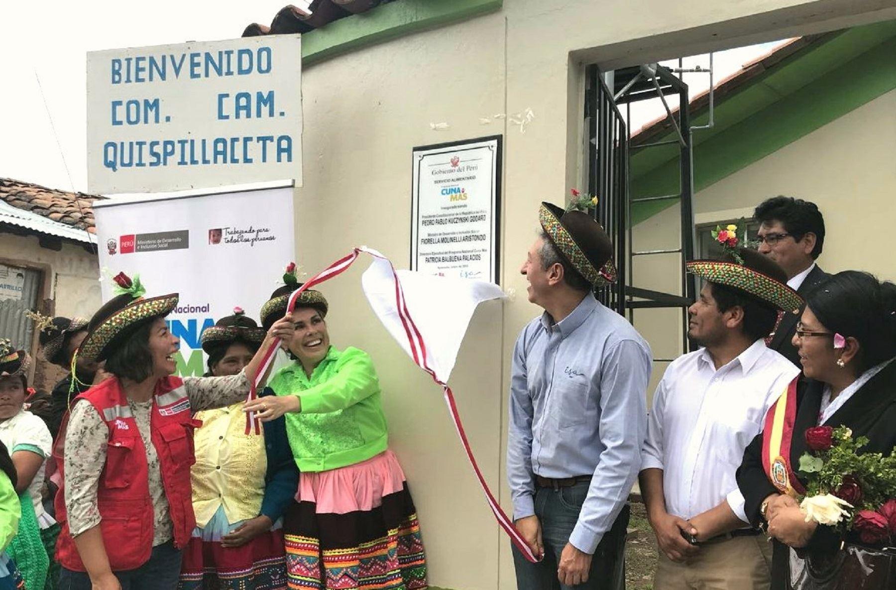 La titular del Midis inauguró las obras de mantenimiento y equipamiento del Servicio Alimentario del Programa Nacional Cuna Más en el Centro Poblado Quispillaccta del distrito de Chuschi, en beneficio de niños y niñas de familias de extrema pobreza en Quispillaccta y Uchuyri.
