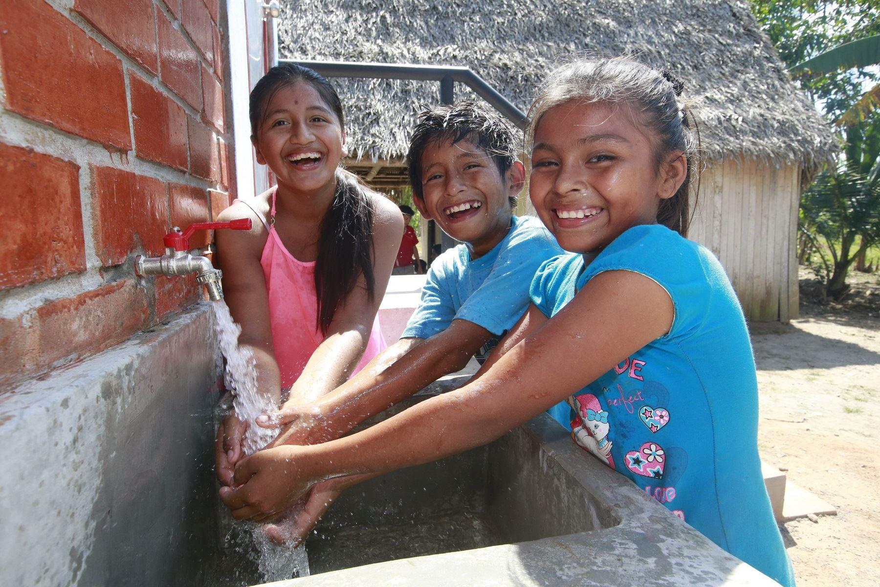 Diversos municipios de Loreto han firmado convenios con el Ministerio de Vivienda para la ejecución de obras de saneamiento rural.