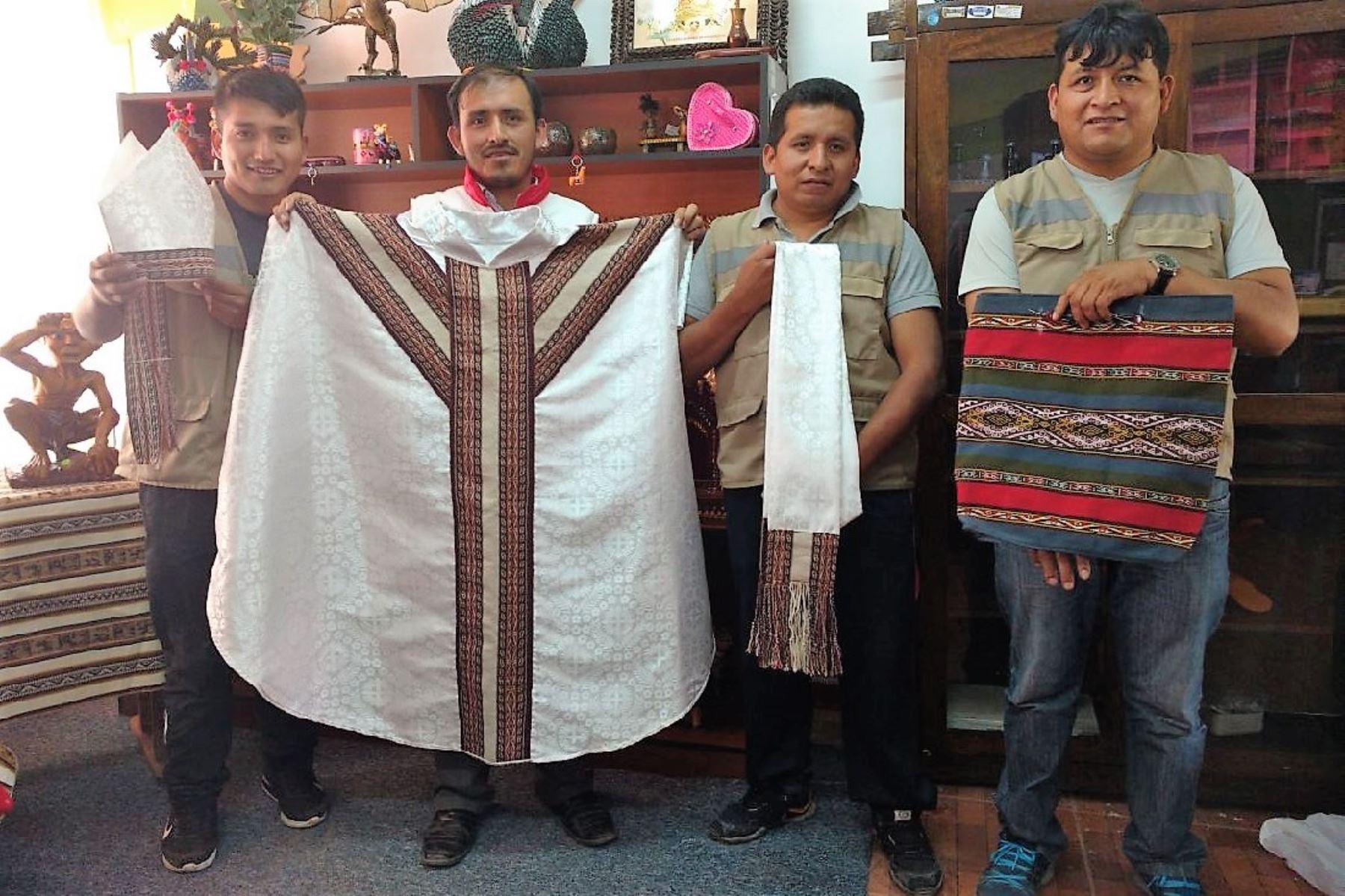 Esta es la casulla que entregarán los internos de penal de Cusco al Papa Francisco. ANDINA/Percy Hurtado Santillán