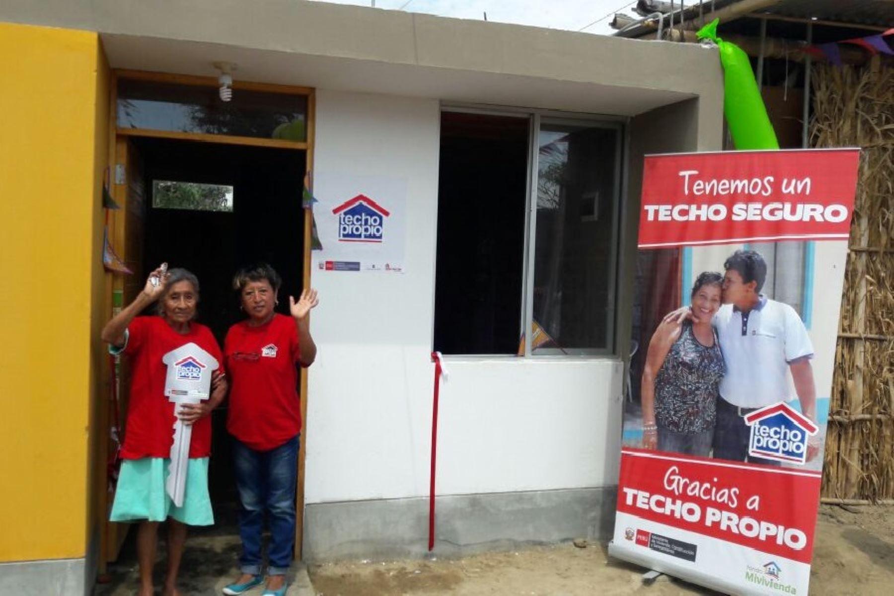 En el distrito lambayecano de Mórrope avanza la construcción de viviendas definitivas para las familias que resultaron damnificadas por El Niño Costero en el verano del 2017, informó el alcalde Gustavo Cajusol Chapoñán. ANDINA/Difusión