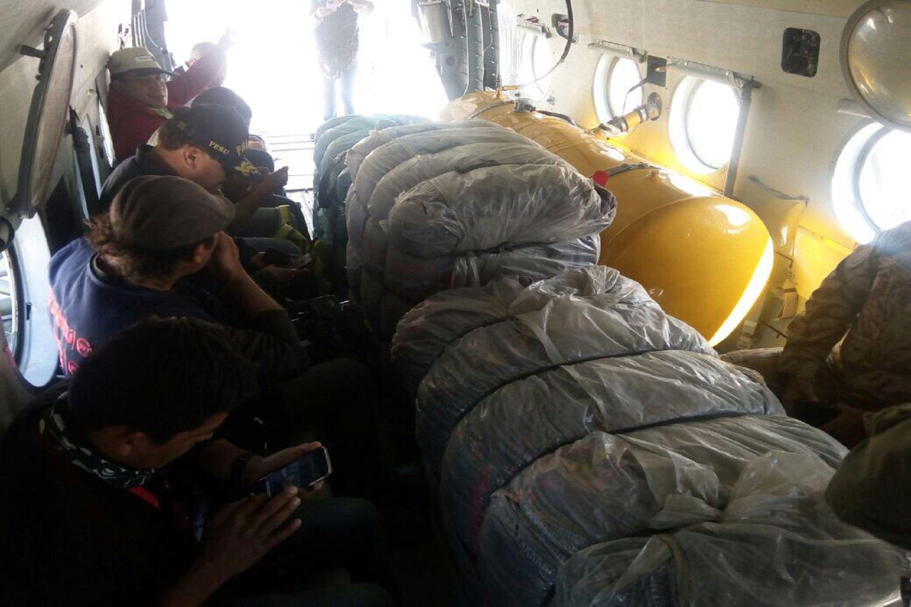 Envían por vía aérea ayuda a damnificados de sismo en Arequipa.