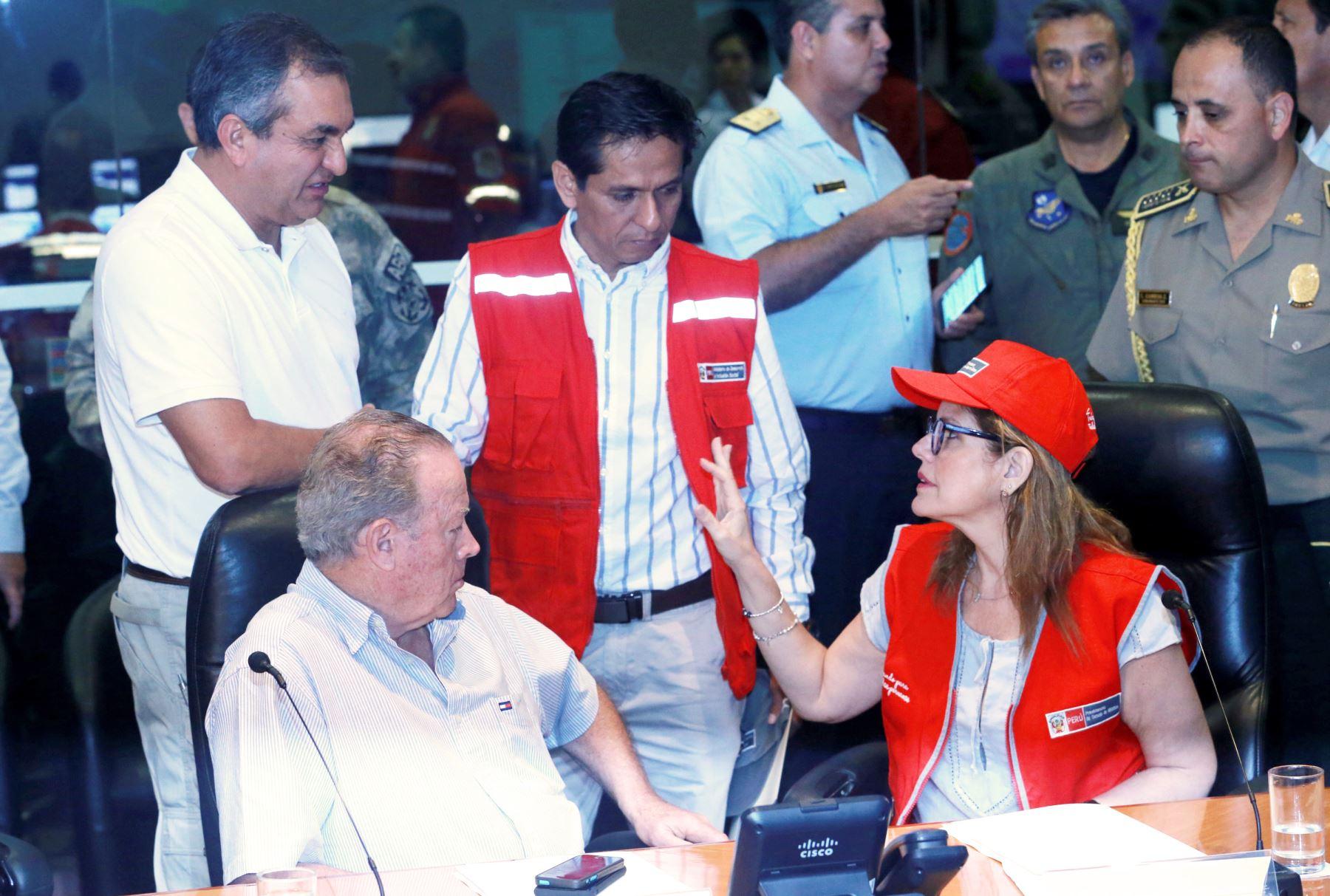 Ministros coordinan acciones para afrontar la emergencia presentada en el sur del país, tras el sismo de esta madrugada.Foto: ANDINA/Norman Córdova