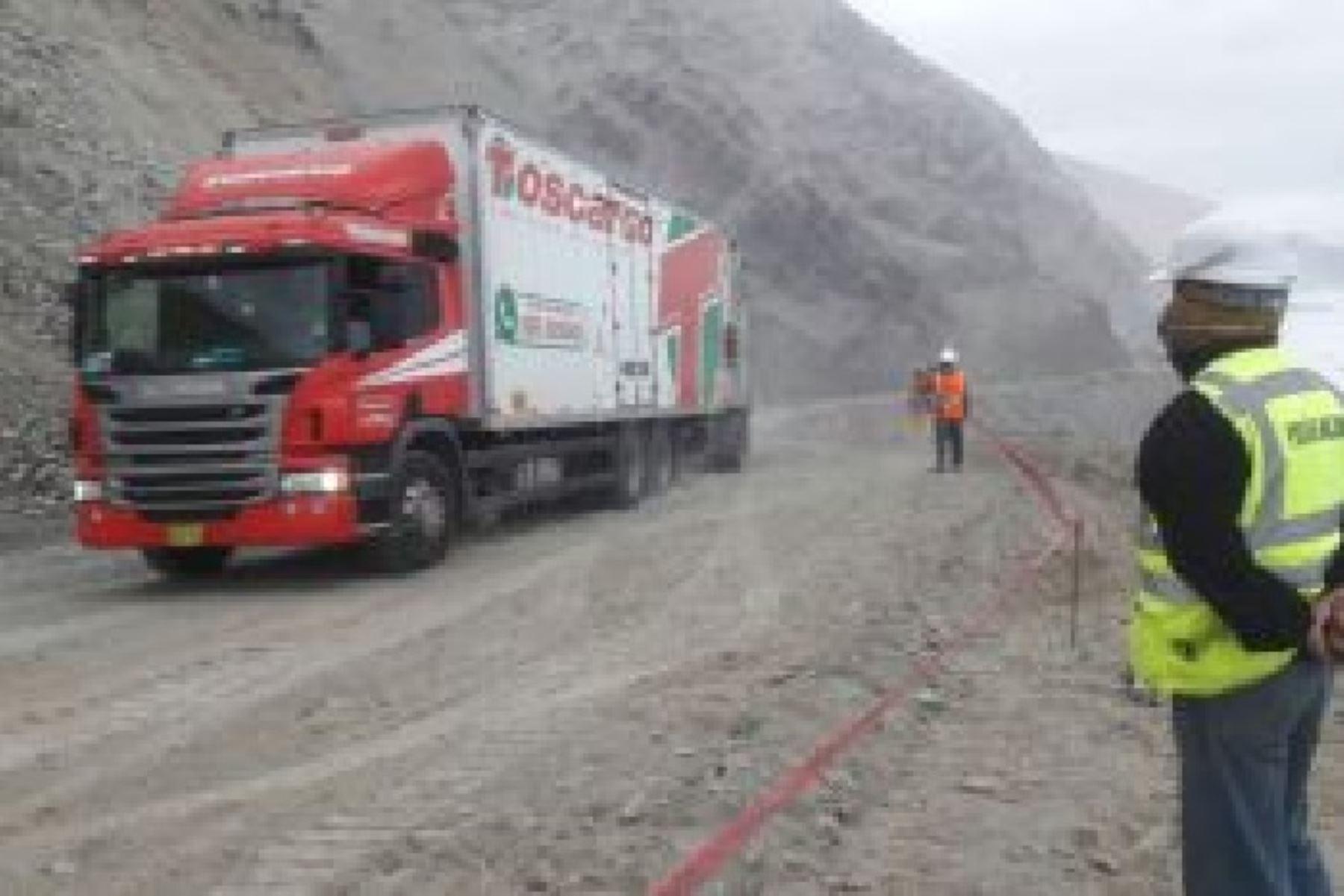 Personal de Provías Nacional trabaja de manera permanente para restablecer el paso vehicular en los siguientes sectores: PE 1S I, Yauca – Coracora y PE 1SL, Cotahuasi – Pausa.