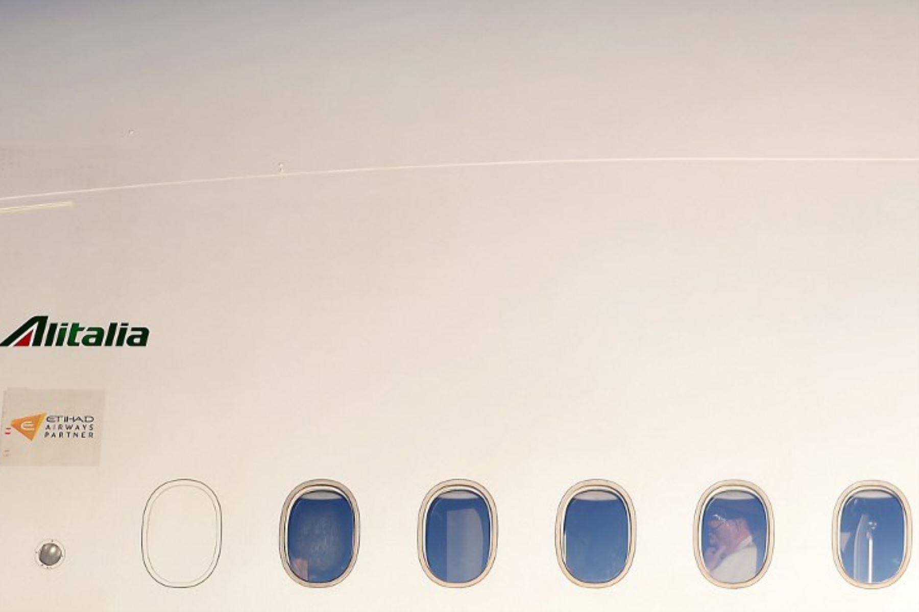 El Papa Francisco emprende su viaje a Chile y Perú en el aeropuerto Fiumicino de Roma. Foto: AFP