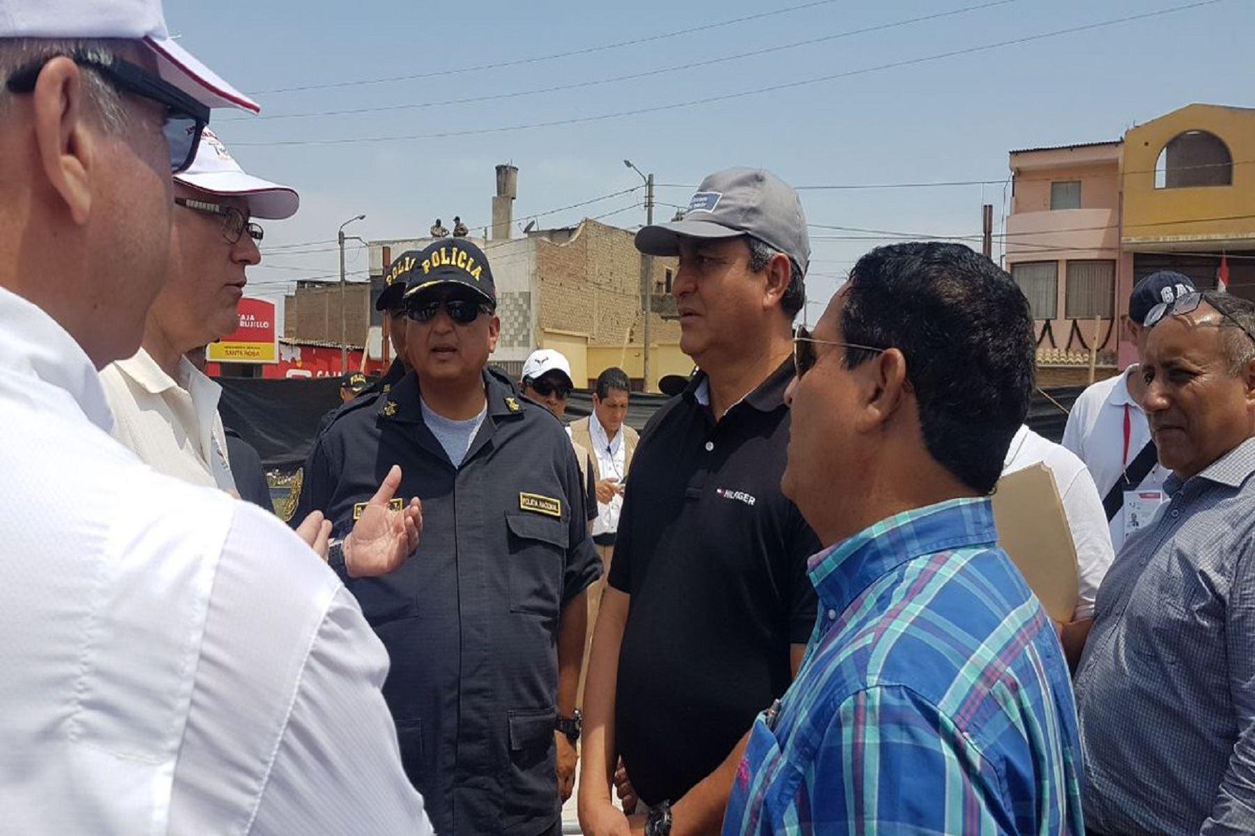 Ministro del Interior, Vicente Romero, coordina en Trujillo la seguridad para el Papa Francisco y la ciudadanía.