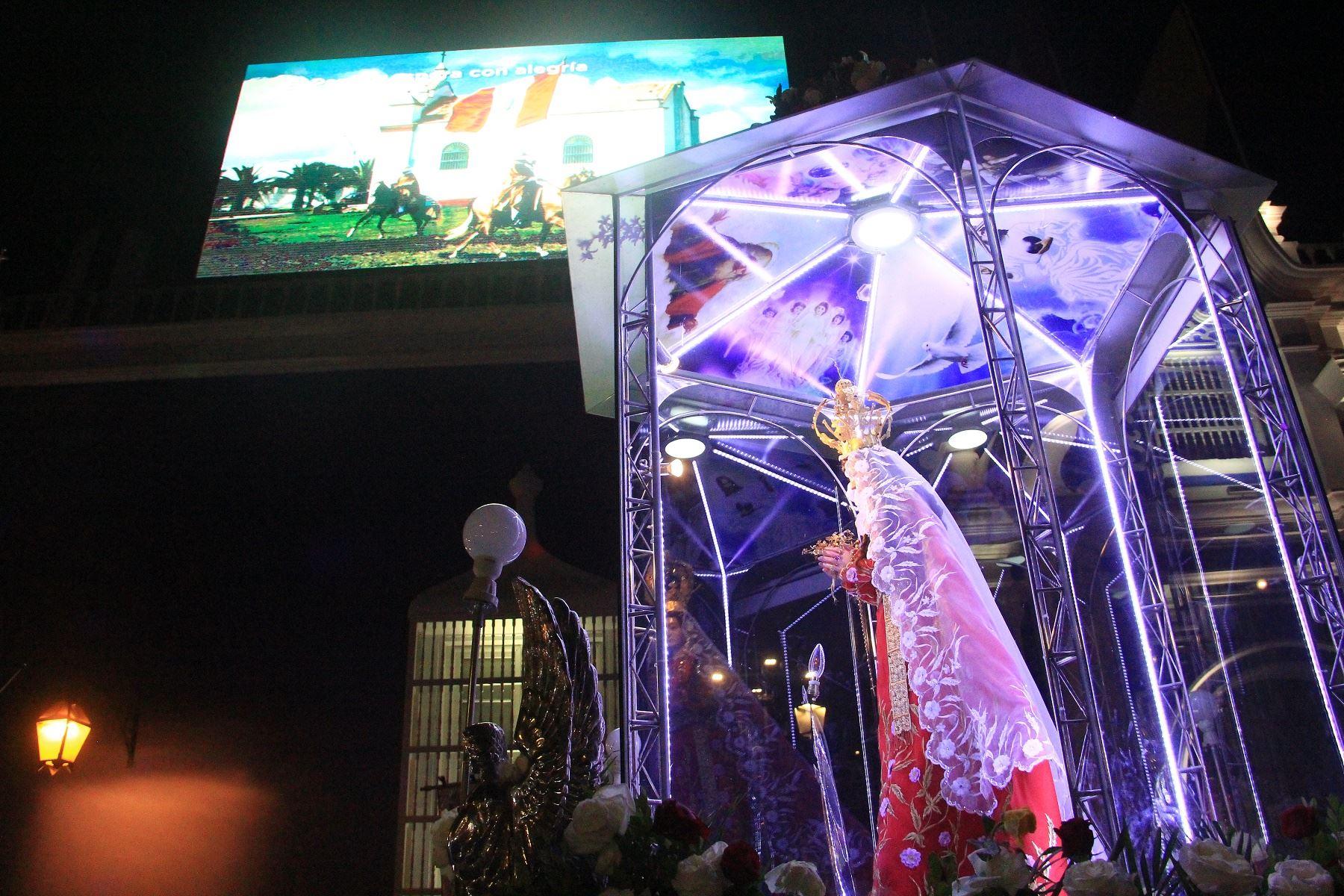 Imagen de la Virgen de la Puerta tuvo multitudinario recibimiento a su llegada a Trujillo, donde participará del encuentro con el Papa Francisco. Foto: ANDINA/Luis Puell.