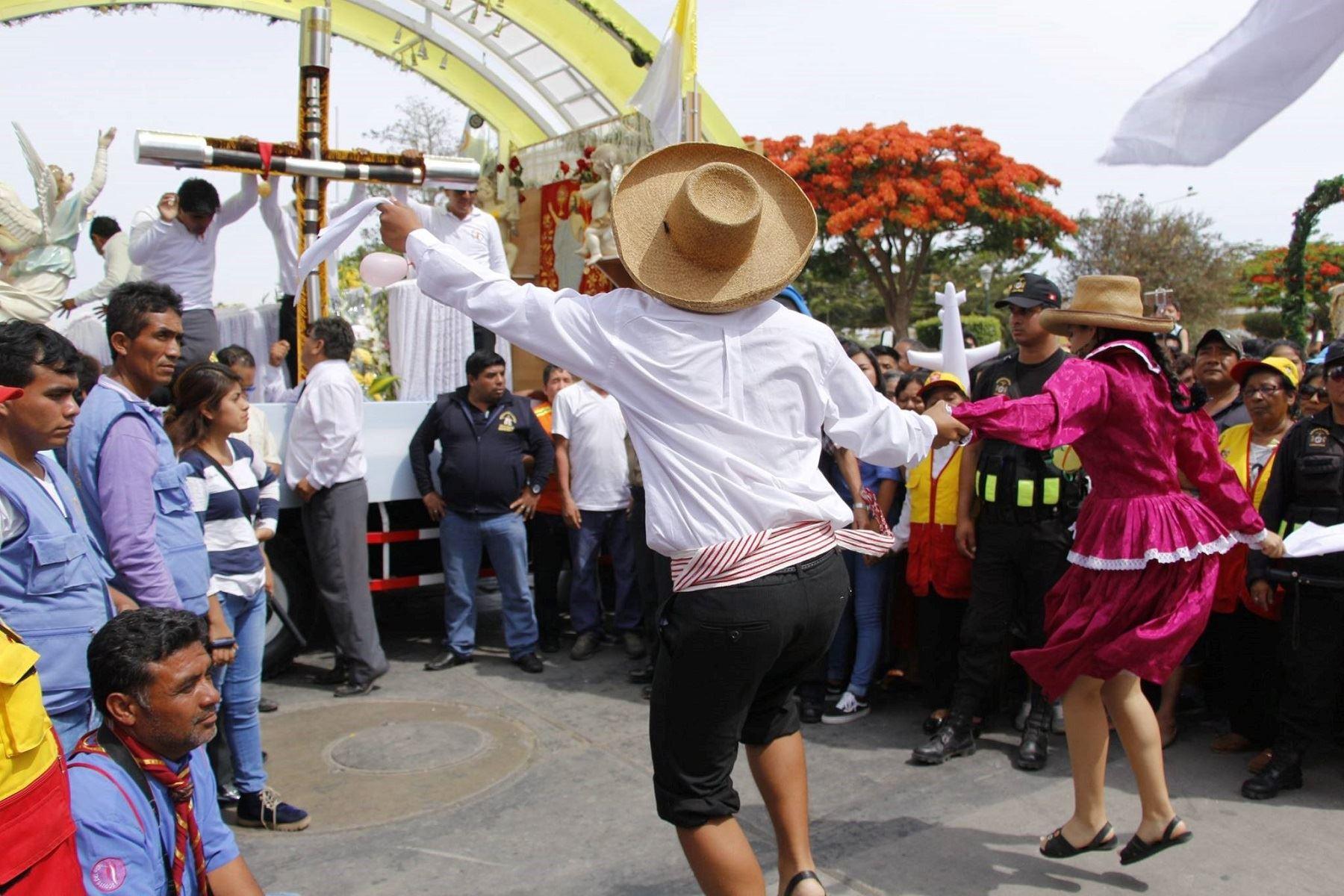 Hoy parten a Trujillo primeras caravanas de peregrinos de Lambayeque para participar de encuentro con el Papa Francisco. Foto: ANDINA.