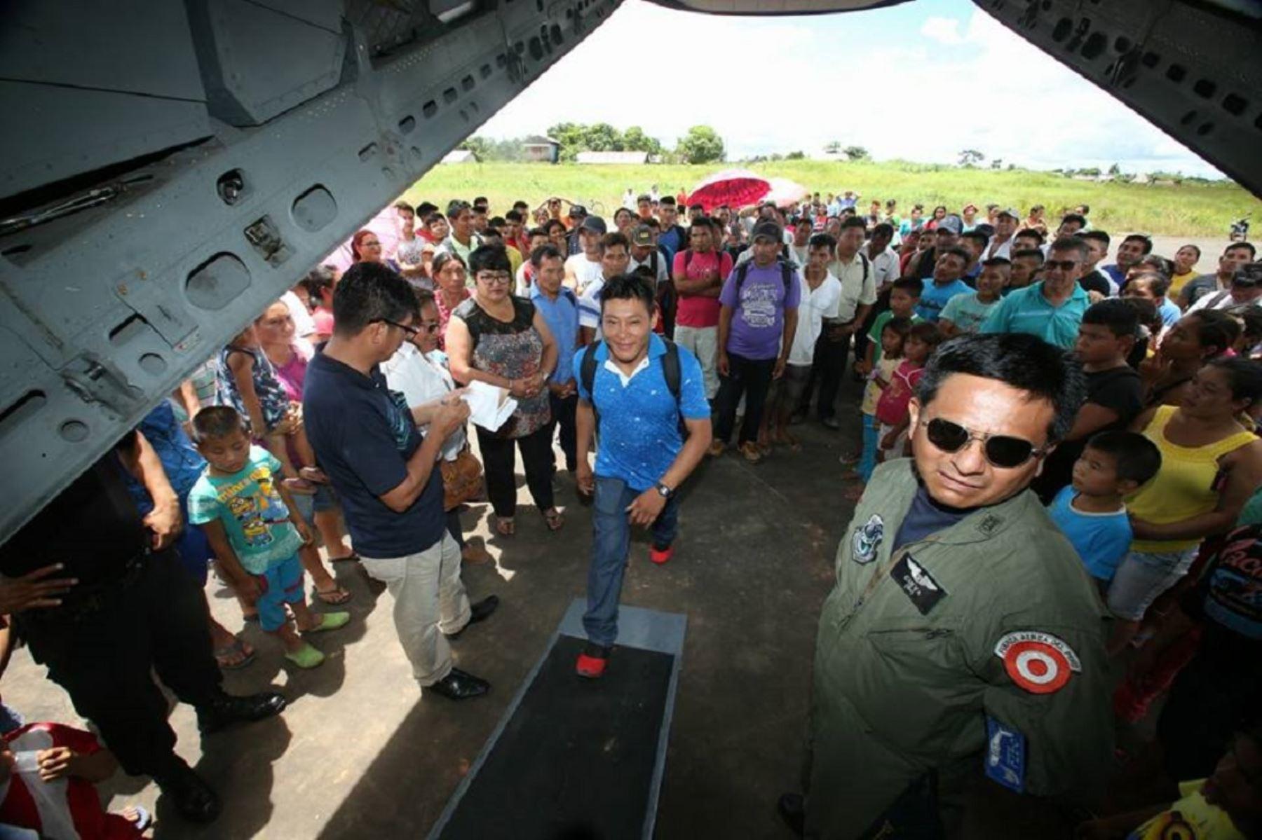 Fuerzas Armadas trasladan a Puerto Maldonado a las delegaciones indígenas que participarán de Encuentro con Papa Francisco. ANDINA/Difusión