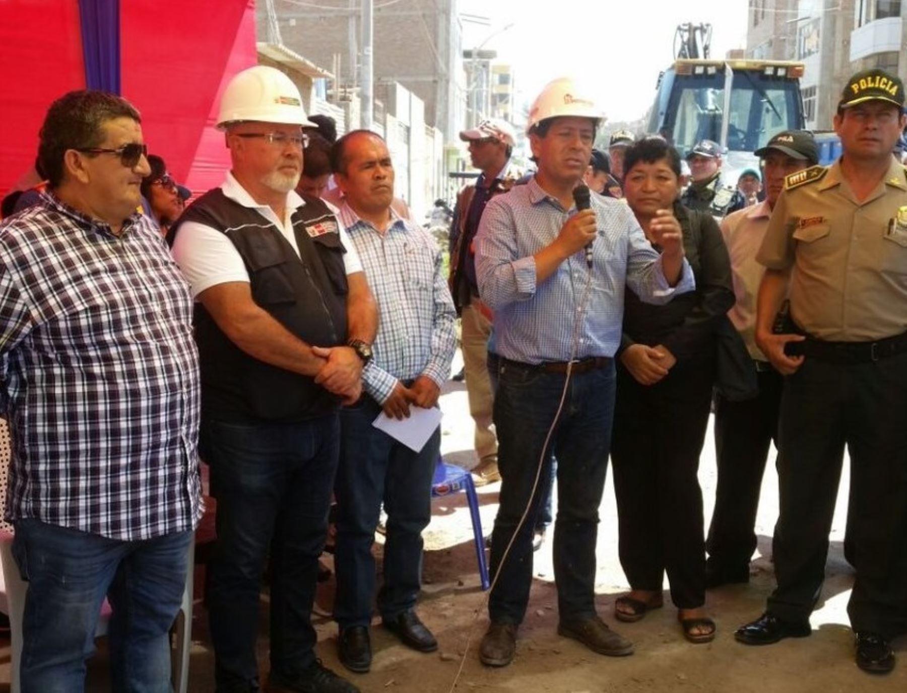De acuerdo al Plan Integral de Reconstrucción con Cambios (PIRCC) para este año 2018 se asignarán más de 900 millones de soles a la región Lambayeque en cerca de 300 intervenciones para obras de prevención, rehabilitación y reconstrucción de la infraestructura dañada que dejó El Niño Costero.