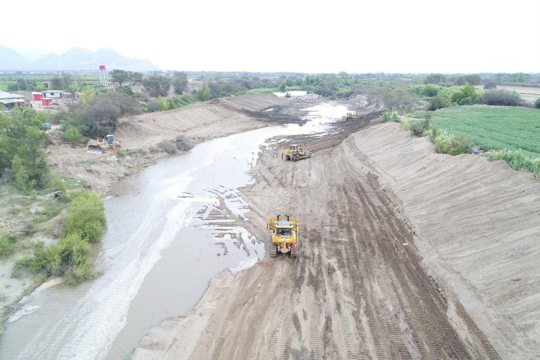 El Ministerio de Agricultura y Riego (Minagri) culminó los trabajos de limpieza y encauzamiento del primer tramo del río Zaña, en la región Lambayeque, logrando descolmatar alrededor de 980,000 metros cúbicos de sedimentos del cauce.