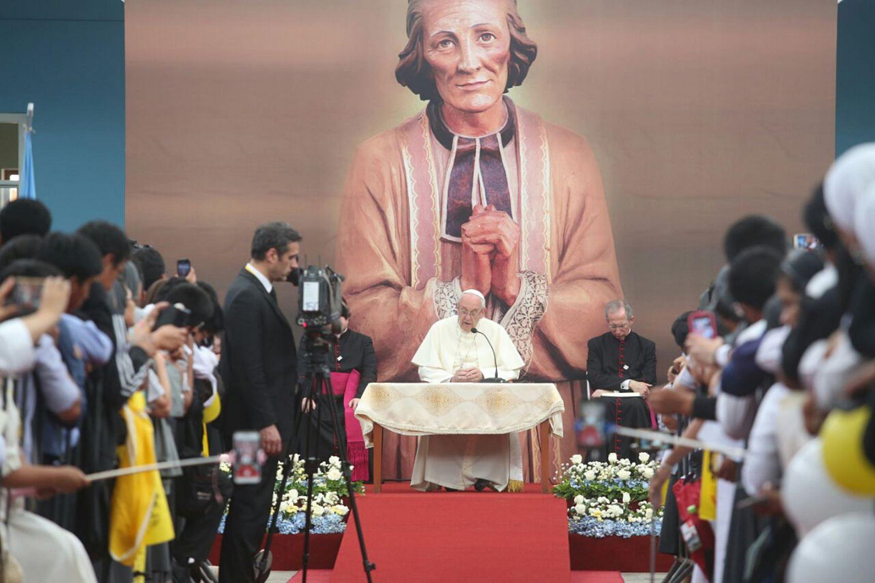 Resultado de imagen de papa francisco sacerdotes