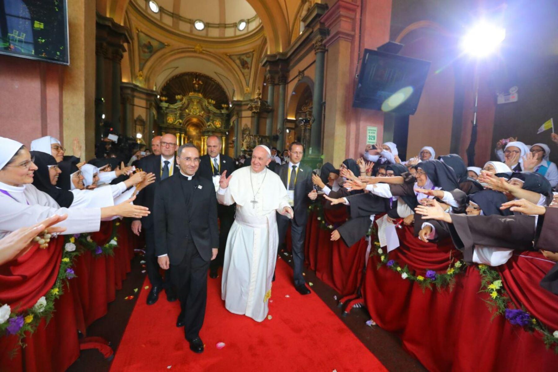 Papa Francisco llegó hasta la iglesia de las Nazarenas para reunirse con monjas de vida contemplativa. Foto: ANDINA.
