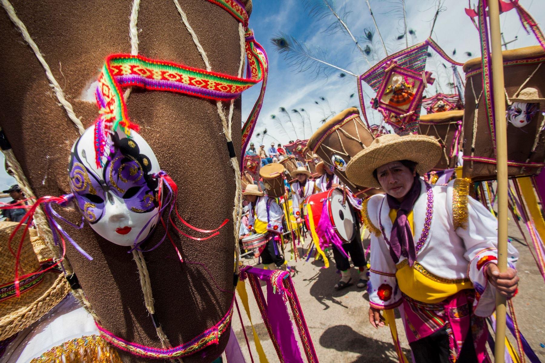 Carnavales La Fiesta Desbordante Que Se Celebra En Todo El Peru