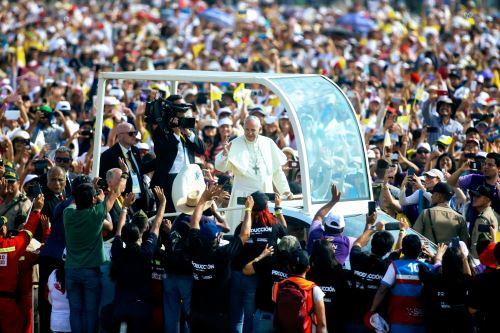 21/01/2018   LIMA PERÚ - ENERO 21. Multitudinaria asistencia a misa del Papa Francisco en Base Las palmas. Foto: ANDINA/Luis Iparraguirre