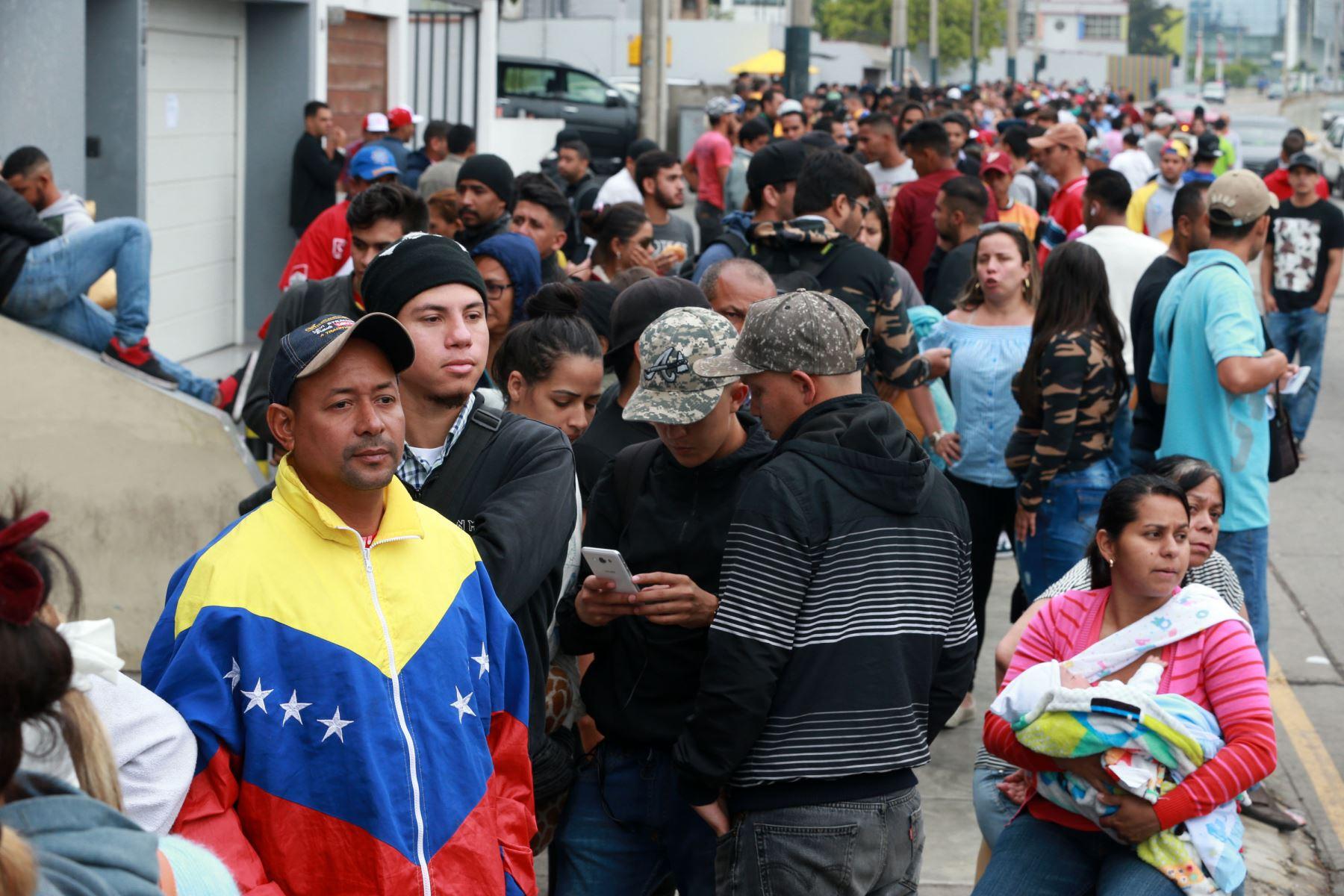 Más de la mitad de venezolanos que llegaron al Perú dejaron su país por razones económicas. Foto: ANDINA/Norman Córdova