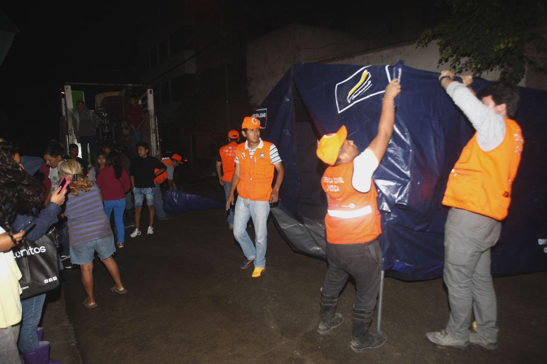 Se realizan labores de limpieza en viviendas inundadas en Chosica. Foto: ANDINA/Eddy Ramos.