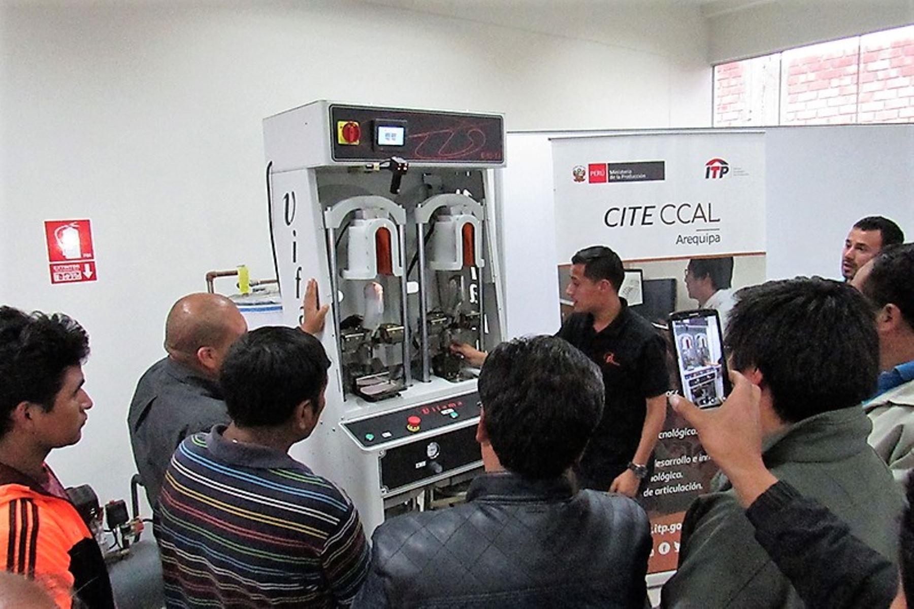 CITE de cuero y calzado de Arequipa presenta máquina para incrementar producción de calzado. ANDINA/Difusión