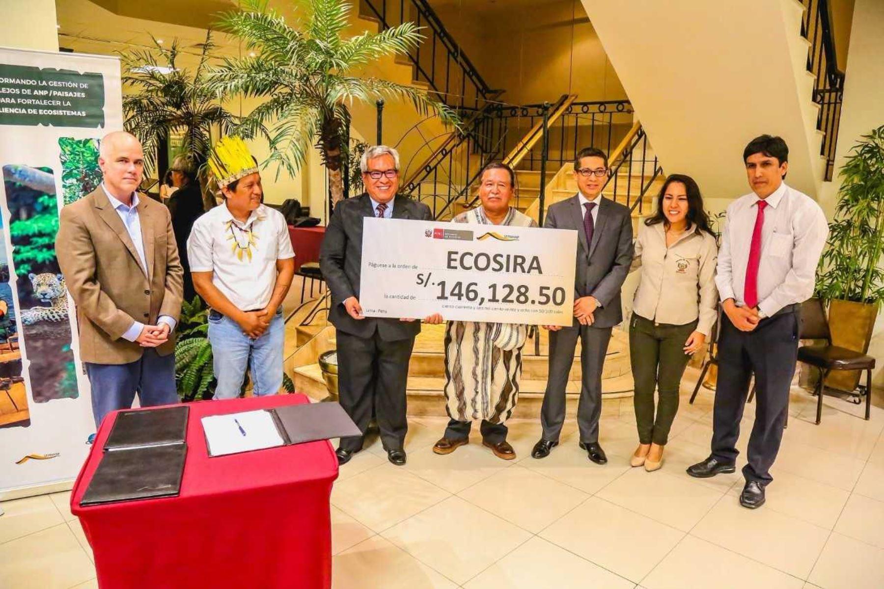 """El Servicio Nacional de Áreas Naturales Protegidas por el Estado (Sernanp), como organismo adscrito al Ministerio del Ambiente, suscribió el """"Primer Acuerdo de Subsidio de Microcapital"""" con los Ejecutores de Contratos de Administración ECAS de Reservas Comunales Ecopurús, Amarcy, y Ecosira, en el marco de la implementación del Proyecto Amazonía Resiliente."""