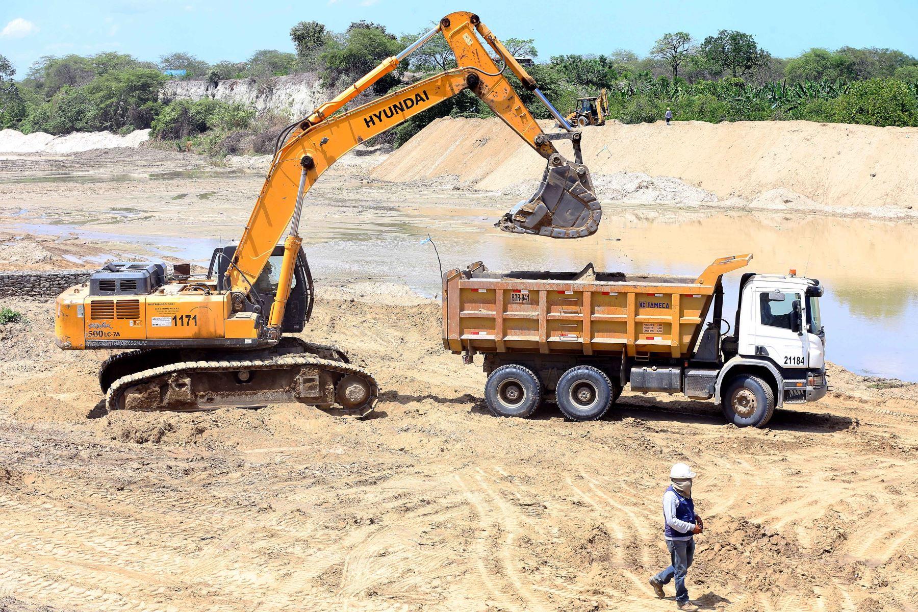 Reanudan trabajos de descolmatación en tramo II del río Tumbes ...