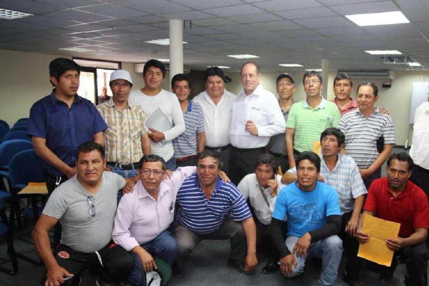 Los productores de Pasco acordaron por unanimidad levantar todas las medidas de fuerza.