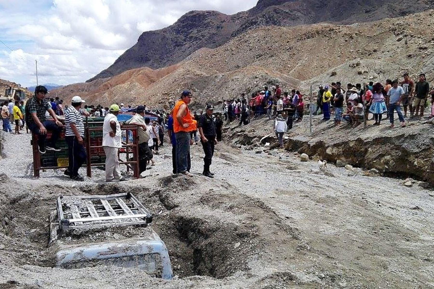 Reabren tránsito en vía Huaraz-Casma afectada por deslizamiento. ANDINA