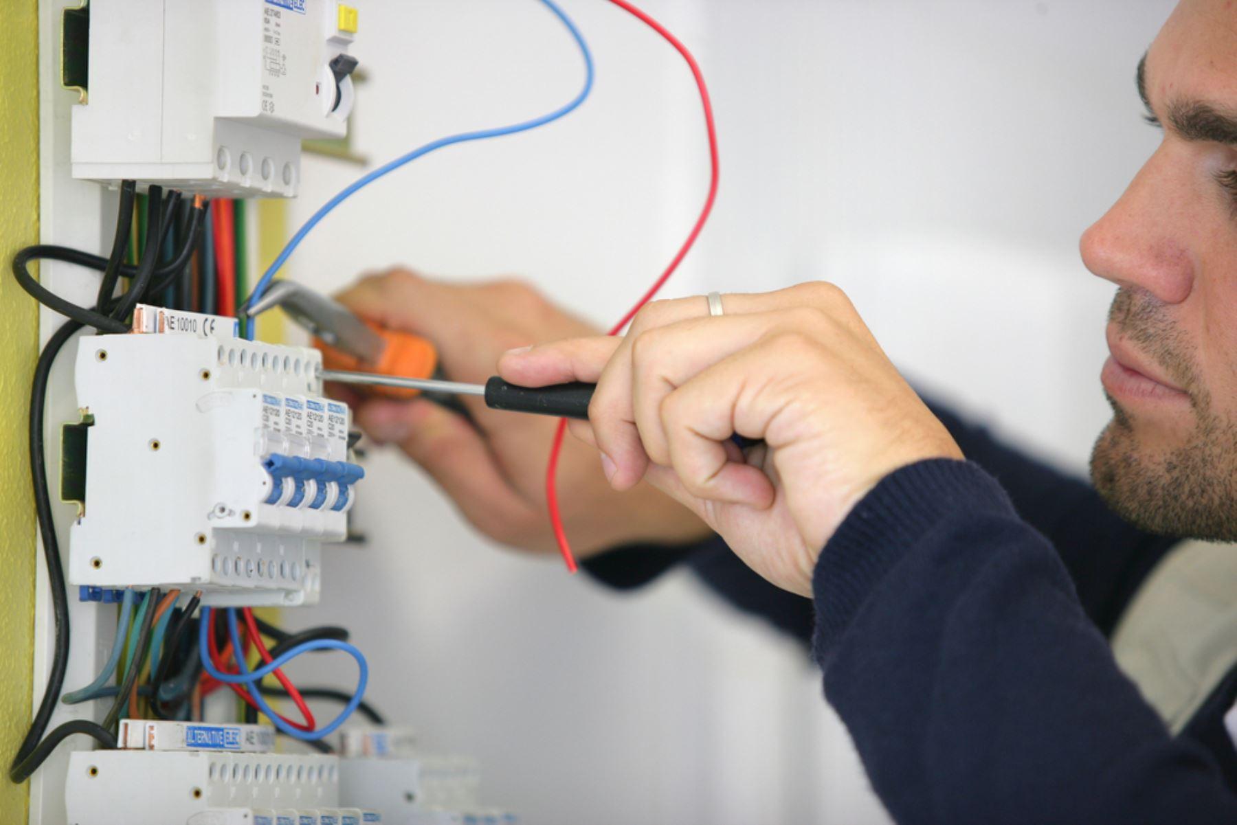 Consejos para mantener en buenas condiciones las conexiones eléctricas del hogar